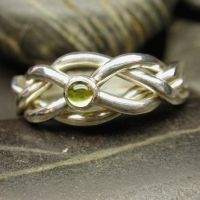 Peridot puzzle ring by nellyvansee