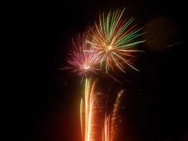Fireworks in the night sky by FFDP-Korpiklaaniguy