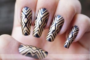 golden nails with black lines by yuki365