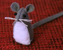 Felt mouse by yvaine2010