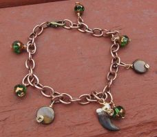 Green Eyed Red Fox Claw Bracelet by MorRokko