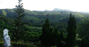 The Rolling Green Hills of Tagaytay by ShipperTrish