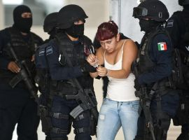 Mujer policia 2 by hen-jak