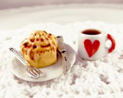 Cinnamon bun and coffee miniature by LolitaPopShop