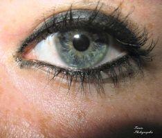 The eye of a friend of mine by TaniaMPhotographie