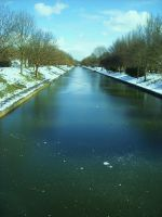 hythe canal frozen by loobyloukitty
