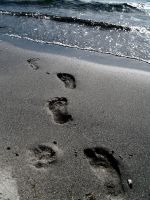 Footsteps in the sand by aquadore