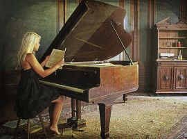 Sit d0wn at piano. by Lady-Schnaps