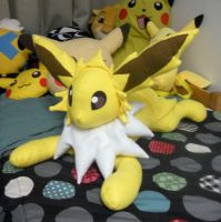 Large Jolteon Plush by PakajunaTufty