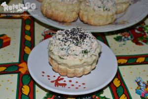 Mini 'baskets' with cream cheese and herbs by DanutzaP