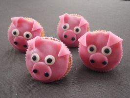 Pig Cupcakes together by LauraBakery