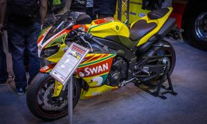 Yamaha R1 Swan Race Bike by bowley-chris