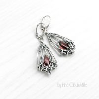 Sangria - Sterling silver earrings with garnet by taniri