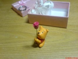 Mini Pooh ring + rose holder 2 by 2twoproductions