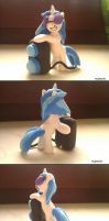 Vinyl Scratch figure by rejmaniaa