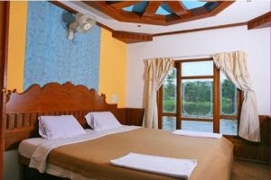 Tours in India - Deluxe Houseboats in Alleppey by toursinindia