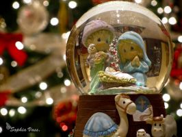 Christmas Snow Globe v5 by BttrflyKisses