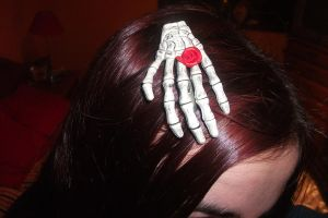 Skeleton hands hairclip by SusanaDS-Stocks