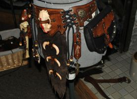 shaman leather belt side view by Lagueuse