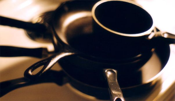 pots and pans 2 by electricjonny
