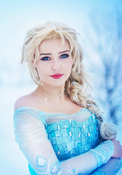 Queen Elsa of Arendelle by StarbitCosplay