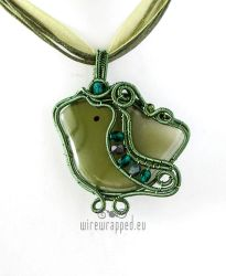 Green birdie wire wrapped pendant by ukapala