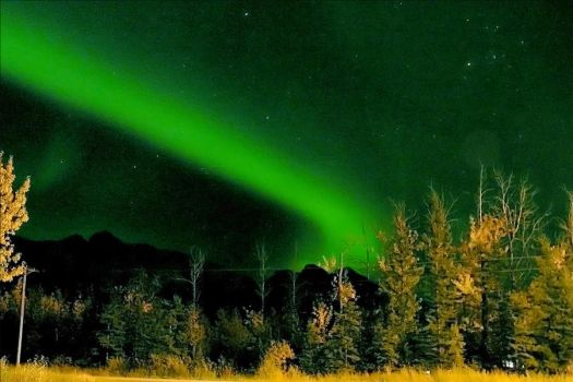 Aurora in the Butte by Line-of-Birds