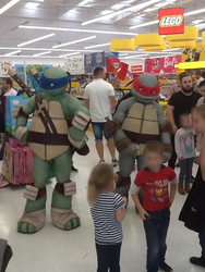 Leo and Raph @ Toys 'R' US by CCB-18