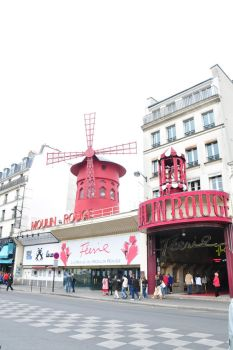 Moulin Rouge by prevailinginsanity