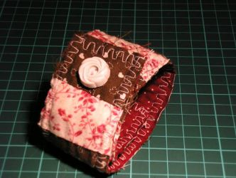 pink and brown cuff. by pera-shuus