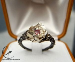 Rose in thorns engagement ring by RekamiStworzone