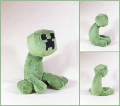 Sitting Creeper by MagnaStorm