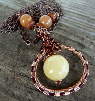 Wire wrapped pendant by Naldor