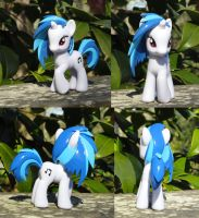 Vinyl Scratch Lost Her Glasses by OtakuSquirrel