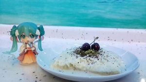Hatsune Miku with Dessert by ng9