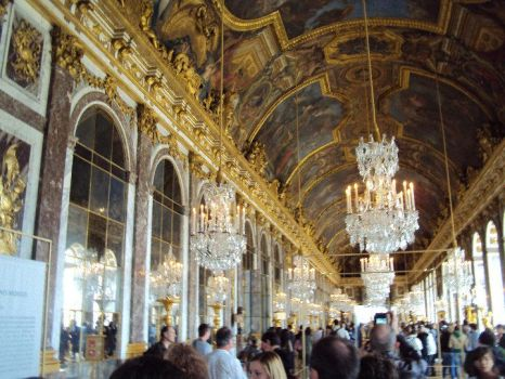 The Hall of Mirrors by WhenEveryoneWasHappy