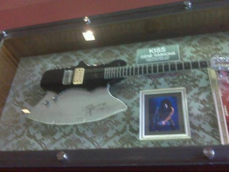Gene Simmon's Axe Bass by Selenalunarox
