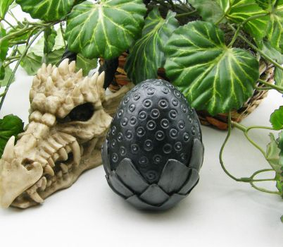 Black Dragon Egg by Dynamicalley