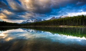 Herbert Lake, Banff NP by gursesl