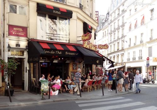 Corner cafe in Paris by EUtouring