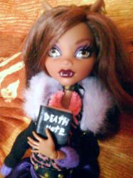 Clawdeen with death note 3 by clawdeenw