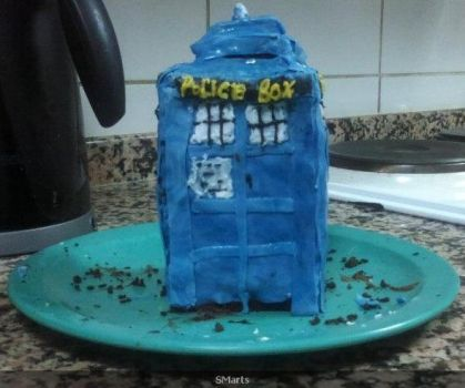 Homemade TARDIS cake - 1 by sm-09