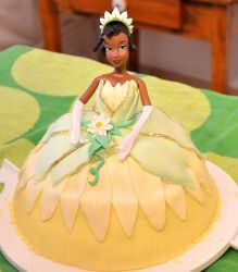 Princess Tiana Cake by the-hermit-crab