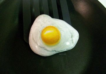 Painted fried egg rock by TinyAna
