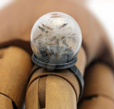 Make a wish dandelion glass dome ring by Xerces