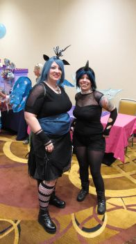 Changeling Queen Cosplay with Minion by Roogna