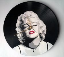 Marilyn Monroe with red lips stencil on vinyl by vantidus