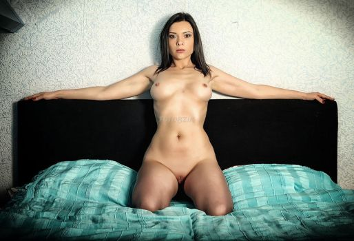 Pascale on the bed IV by zubibalubi