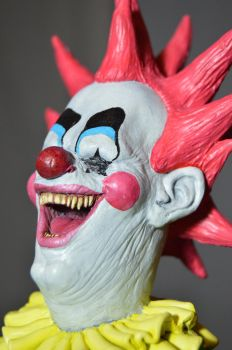 'killer klownz from outer space' Spike (close up) by sculptoe