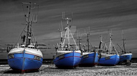 Fishing boats on the beach by piaglud